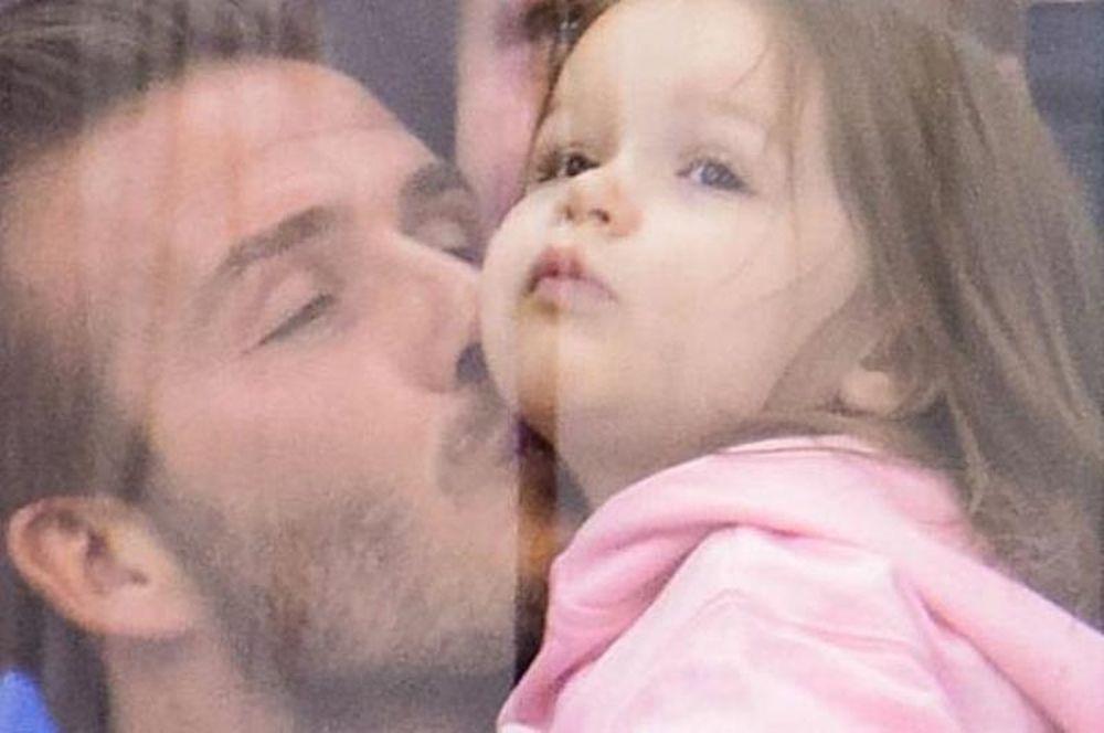 Το φιλί του Μπέκαμ στην κόρη του (videos)