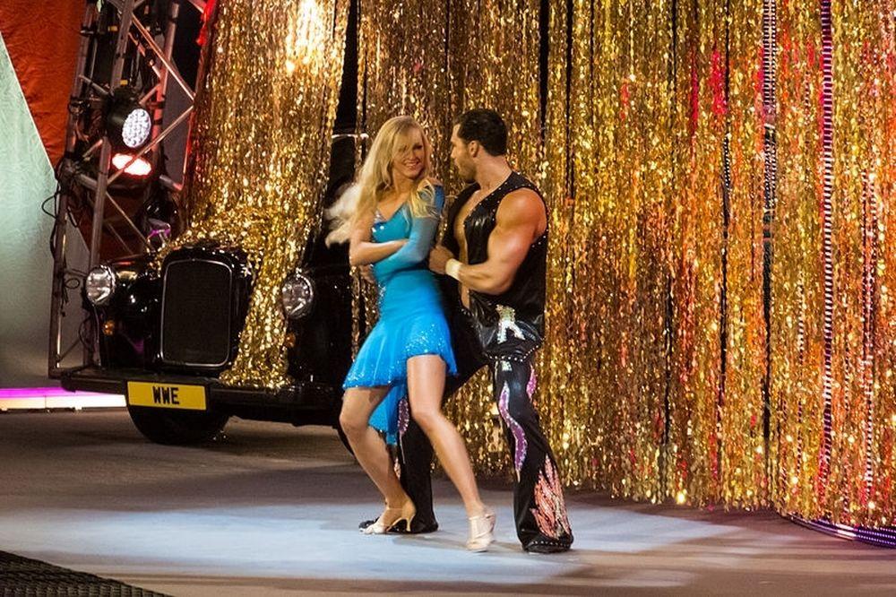 WWE: Παραλίγο… στριπτίζ για Fandango