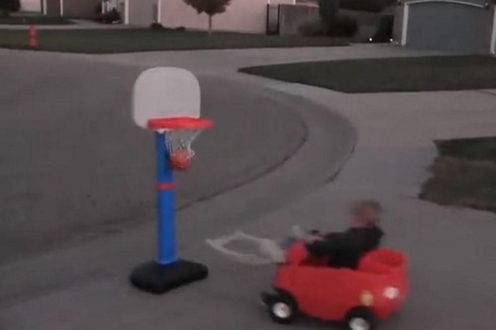 Ο μπόμπιρας – θαύμα του μπάσκετ σε νέες περιπέτειες (video)