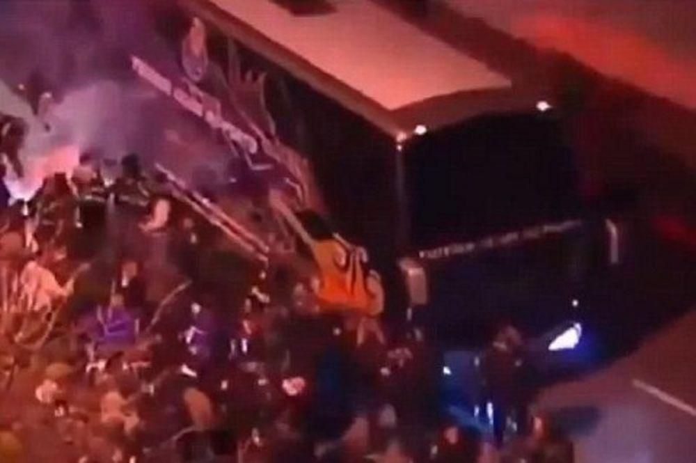 Πόρτο: Επίθεση οπαδών στο πούλμαν! (photos+video)