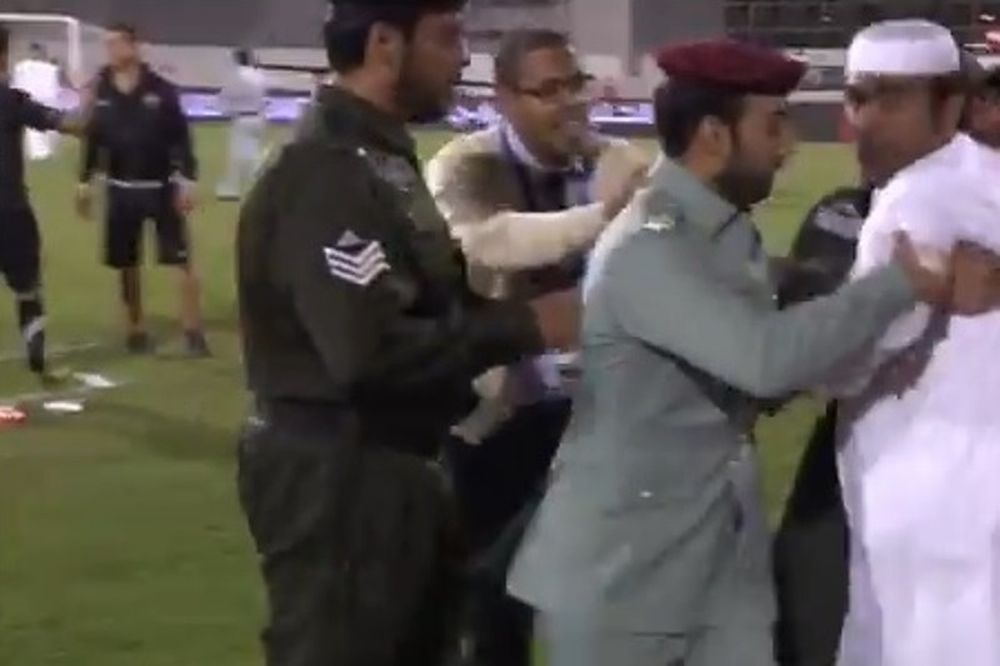 Ηνωμένα Αραβικά Εμιράτα: Διαιτητής τις... έφαγε από διοικούντες! (video)