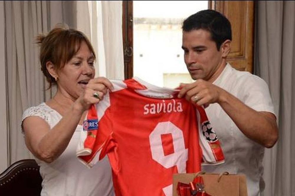 Μοίρασε «ερυθρόλευκα» δώρα στην Αργεντινή ο Σαβιόλα (photos)