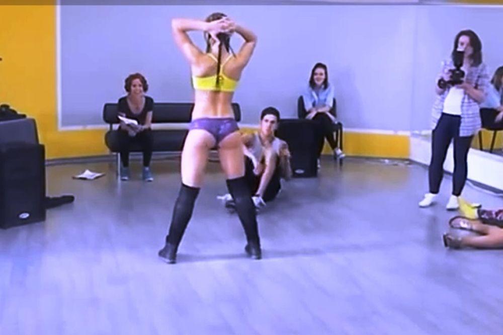 Ρωσίδα έβαλε κάτω την Miley Cyrus (video)