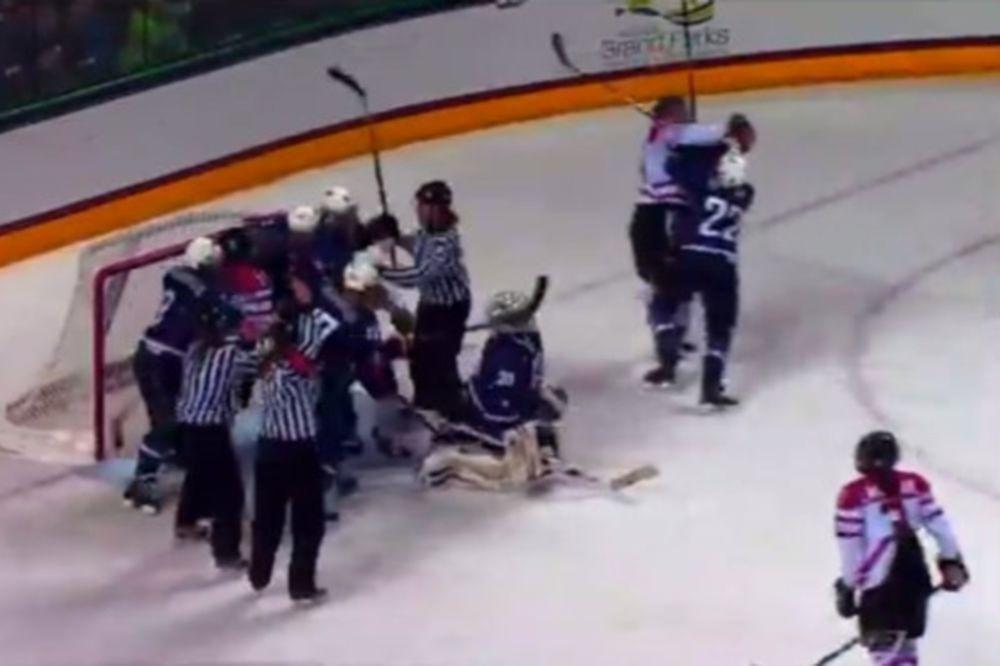 Χόκεϊ επί πάγου: Πλακώνονται και γυναίκες (video)