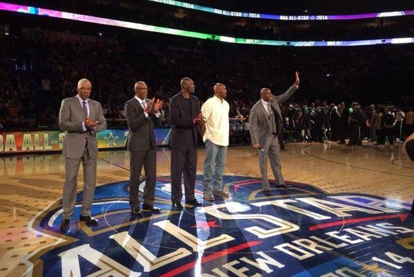 All Star Game NBA: Το τραγούδι του Μάτζικ Τζόνσον στον Μπιλ Ράσελ! (video)