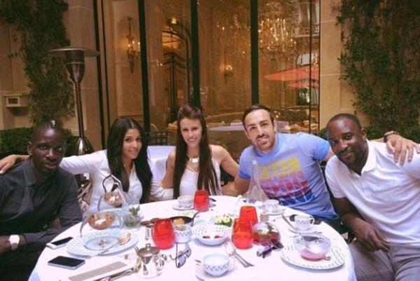 Ρομαντικό γεύμα στο Παρίσι για δύο παίκτες της Λίβερπουλ (photos)