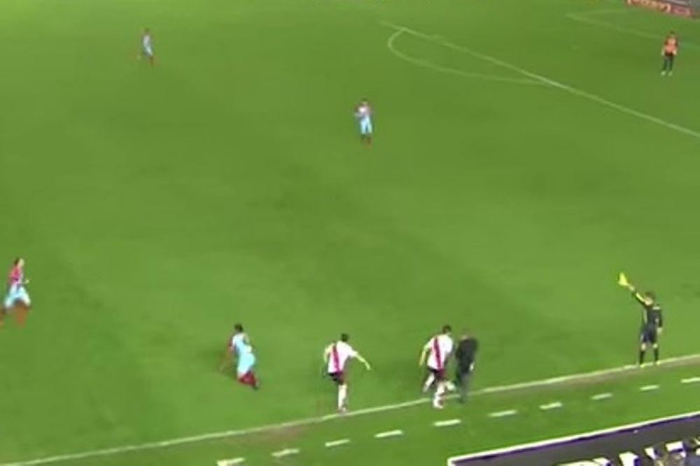 Αργεντινή: Διάσημος προπονητής έβαλε τρικλοποδιά σε παίκτη! (video)