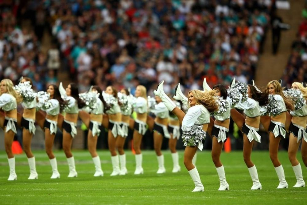NFL: Πήγαν Λονδίνο οι Cheerleaders (photos)
