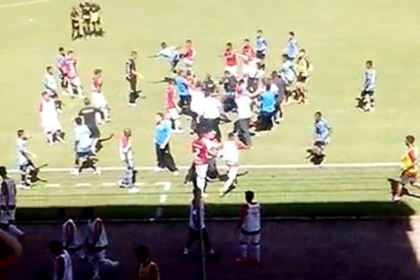 Ξύλο και των … παίδων  στο  αιώνιο ντέρμπι του Πόρτο Αλέγκρε (video)