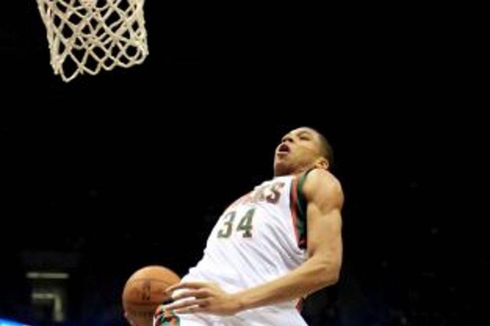 NBA: «Φτιαγμένος» για καρφώματα ο Αντετοκούνμπο