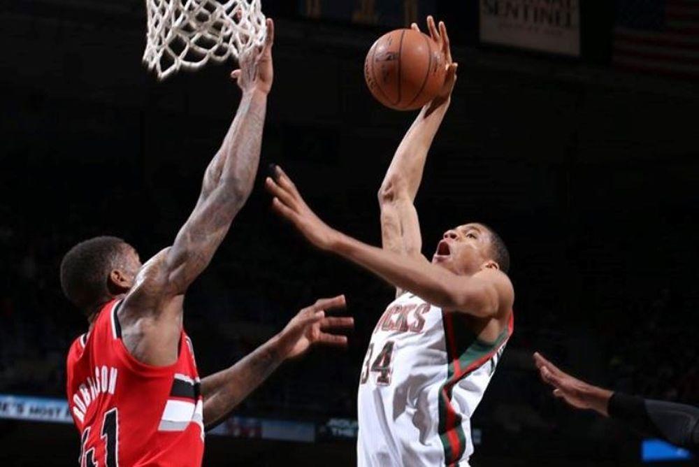 Γιάννης Αντετοκούνμπο: Δύο καρφώματα και κορυφή στο Top 10 του NBA (video)