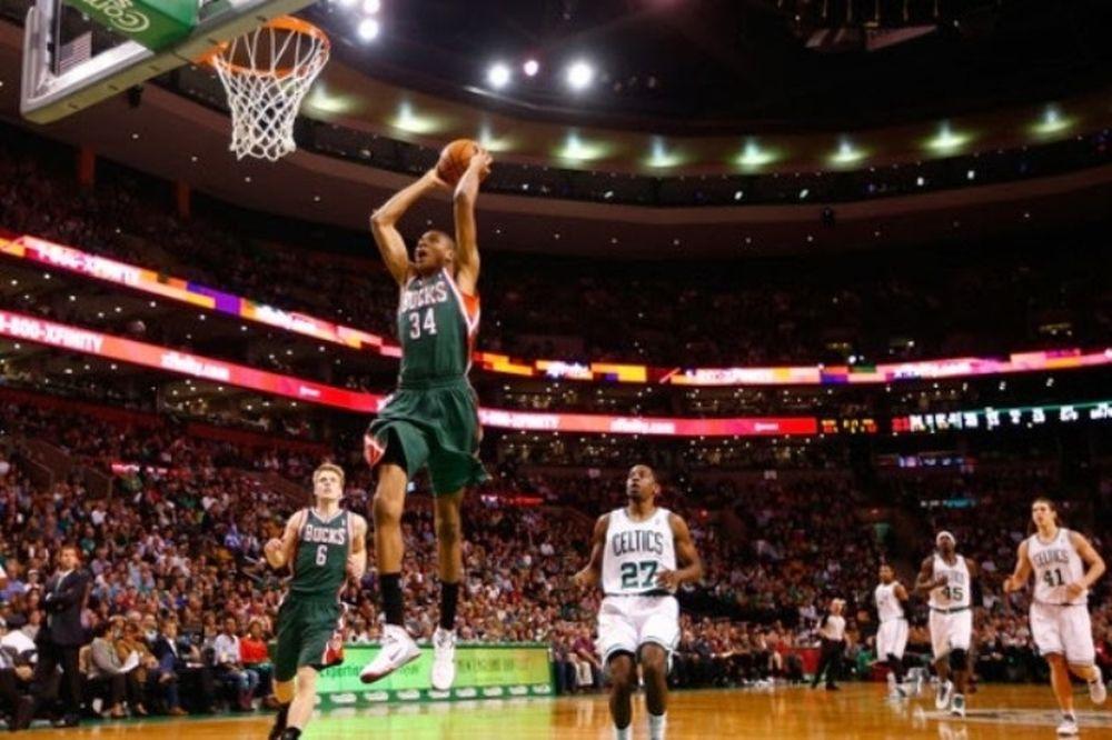 NBA: Το κορυφαίο κάρφωμα του μήνα από τον Γιάννη (video)