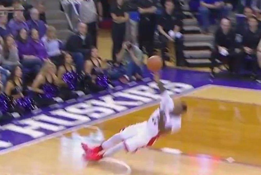 NCAA: Αντί να καρφώσει... καρφώθηκε ο ίδιος στο έδαφος! (video)
