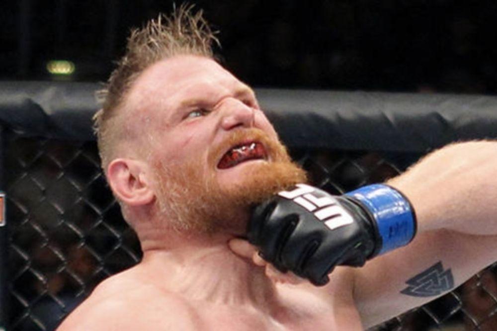 UFC: Ετοιμοπόλεμος ο Barnett, περιμένει Lesnar