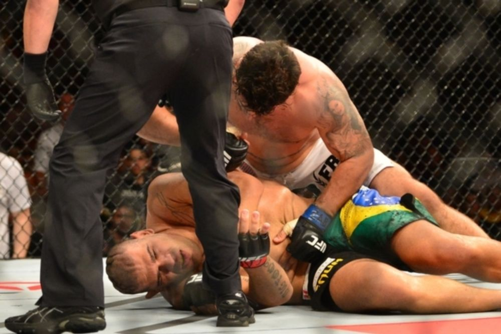 UFC Fight Night 66: Βιαστικός ο Frank Mir στη Βραζιλία