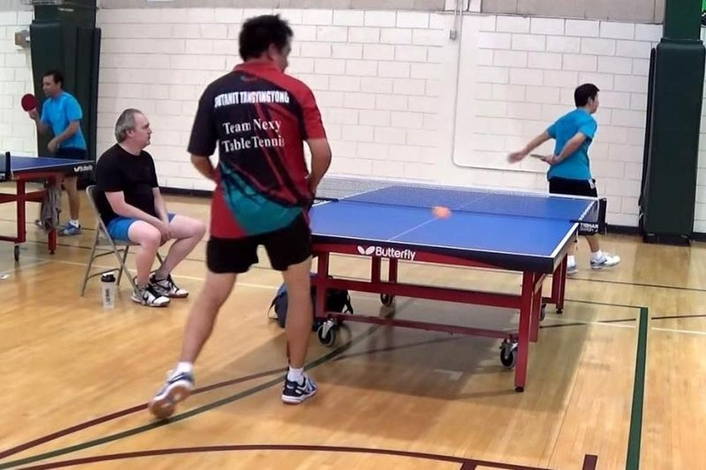 Πινγκ Πονγκ: Απίστευτο χτύπημα πίσω από την πλάτη! (video)