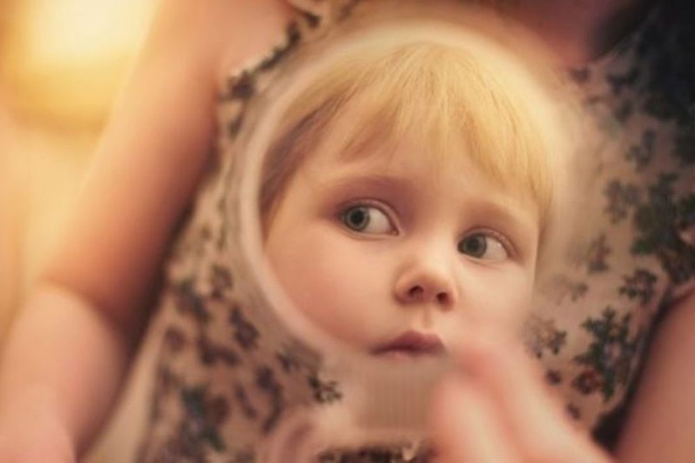 «Κι αν κάποιος πει στην κόρη μου ότι δεν είναι όμορφη;» Μία μαμά μας εξηγεί πώς να μάθουμε στις κόρες μας να αγαπούν το σώμα τους!