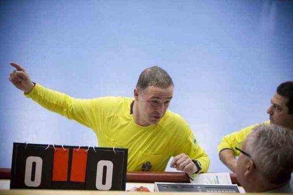 Σουηδία : Απίθανη γκολάρα από …διαιτητή (video)