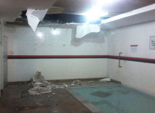 Φλαμένγκο : Έπεσε το ταβάνι στα κεφάλια τους (photo)