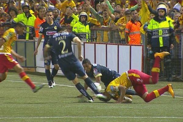 CONCAFAF Champions League :Ο ένας πήγε να το κόψει το πόδι και ο άλλος το κεφάλι (video)