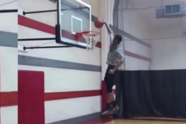 ΑΠΙΣΤΕΥΤΟ: «Vince Carter» ετών 14! (video)