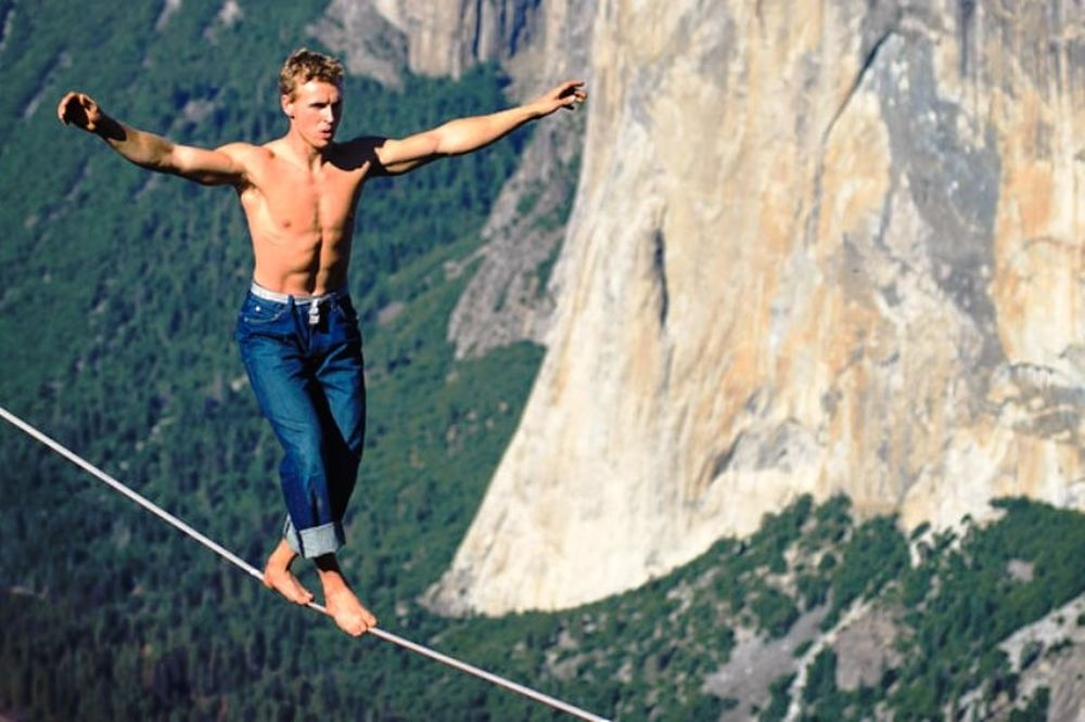Απίστευτο σοκ με daredevil σε σκοινί 300 μέτρων! (video)