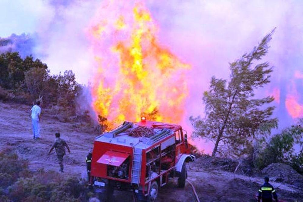 Μεγάλη πυρκαγιά σε εξέλιξη στο Ξυλόκαστρο Κορινθίας