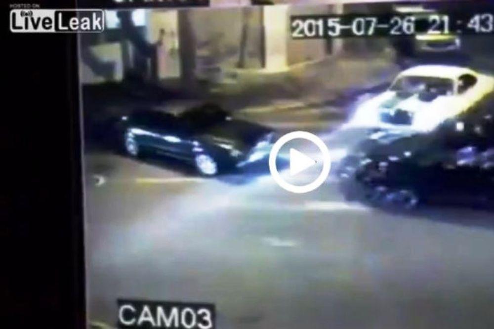 Αδιανόητη φασαρία στη μέση του δρόμου! (video)