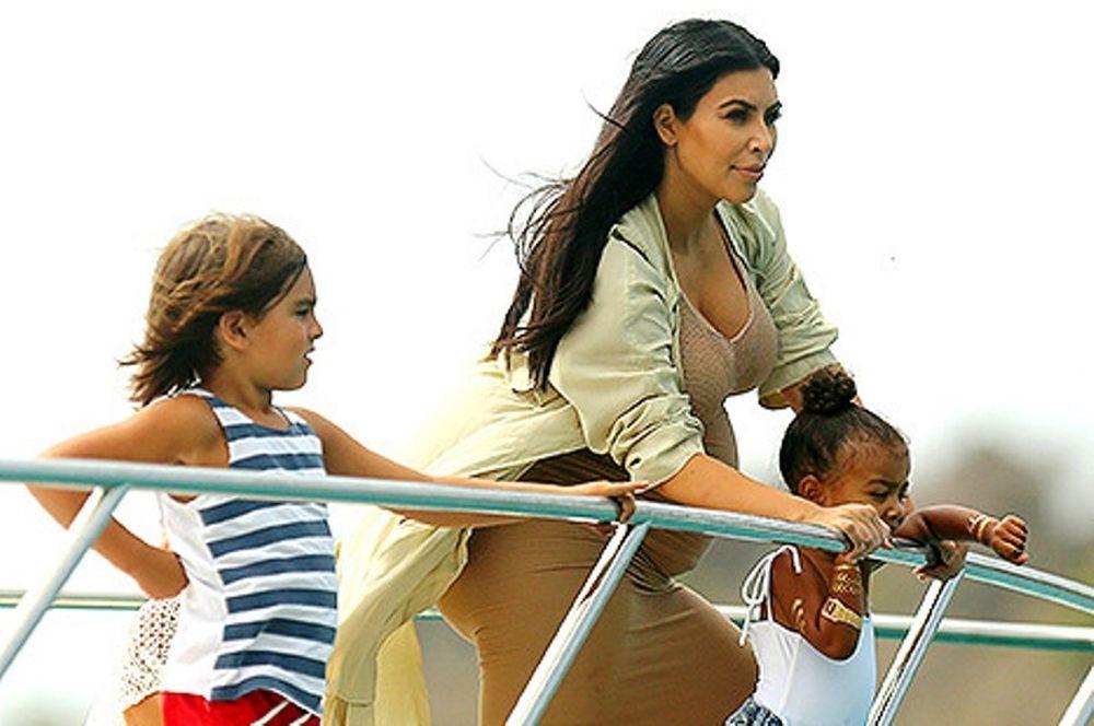 Νορθ Γουέστ: Απολαμβάνει τις διακοπές της, παρέα με τα ξαδέρφια της! (εικόνες)