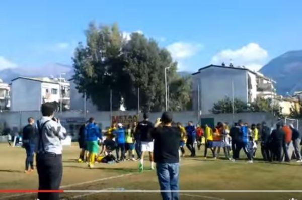 Επεισόδια με... μπουνιές μεταξύ παικτών στο Καλαμάτα-Αιολικός! (video)