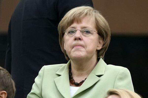 Παρουσία Μέρκελ ο φιλικός αγώνας της Γερμανίας με την Ολλανδία