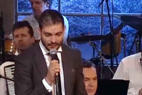 Έγινε… τραγουδιστής ο Χαριστέας (video)