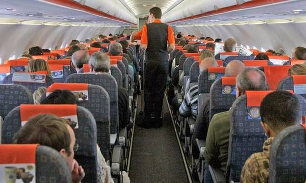 Tα 10 πράγματα που δεν πρέπει να κάνεις ποτέ στο αεροπλάνο