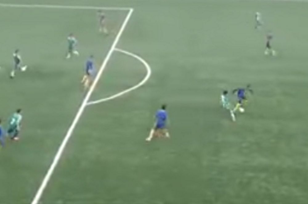 Απίστευτος: 14χρονος παικταράς ντριπλάρει όλο το γήπεδο και σκοράρει! (video)