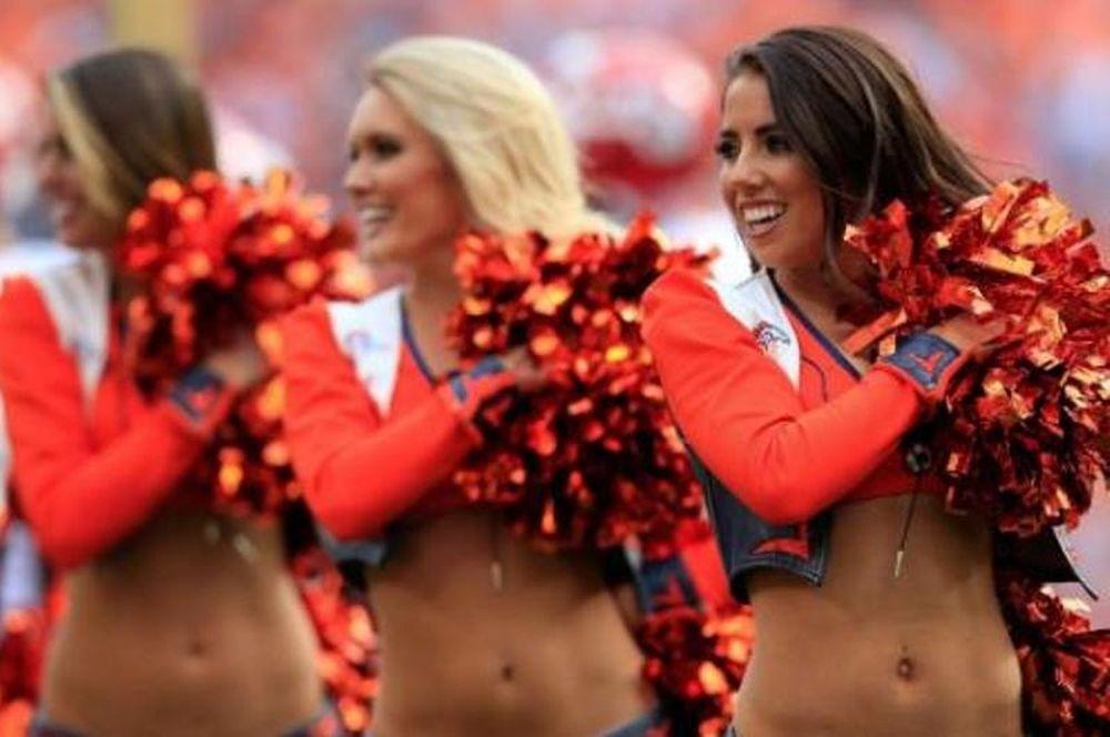 Aυτές είναι οι καυτές cheerleaders του Super Bowl! (photos)
