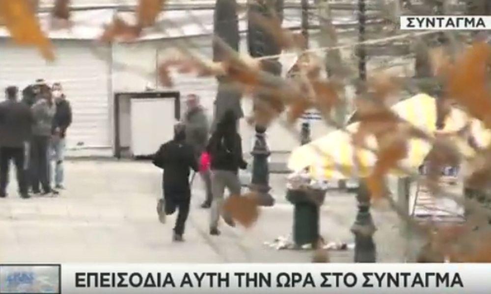 Πεδίο μάχης το κέντρο της Αθήνας – «Πνίγεται» στα χημικά και τις μολότοφ το Σύνταγμα