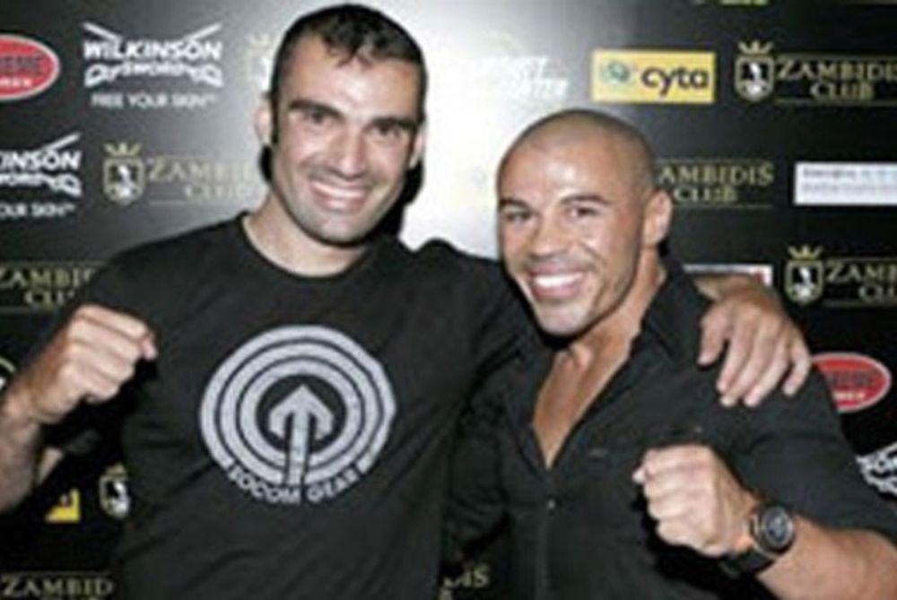 Πάει για πρωταθλητής στο... kick boxing ο Χούτος! (photo)