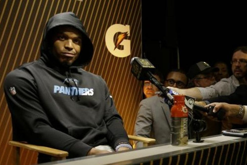 NFL: Έξαλλος παίκτης των ηττημένων αποχώρησε από τη Συν. Τύπου! (video)