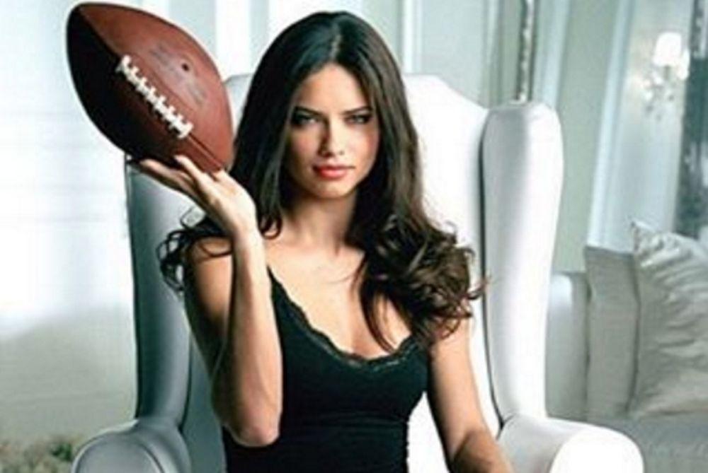 «Γονάτισε» το Super Bowl η Αντριάνα Λίμα! (photos)