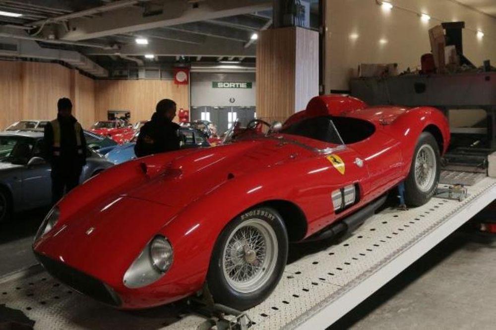 Δεν θα φανταστείτε ποιος αγόρασε το πιο ακριβό αμάξι του κόσμου!
