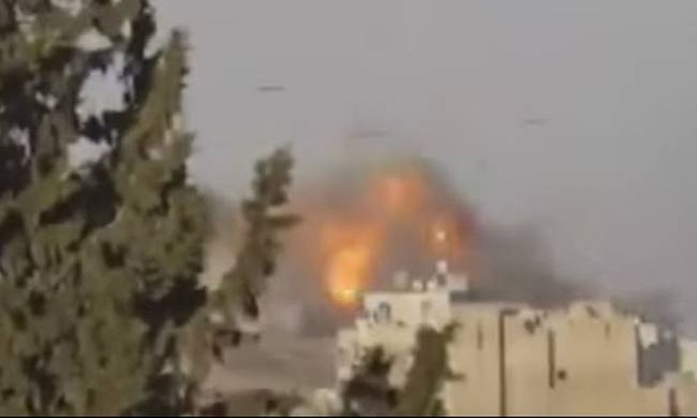 Οι Ρώσοι χρησιμοποιούν βόμβες με αλεξίπτωτα (video)