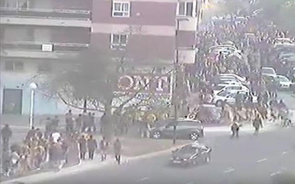 ΑΠΙΣΤΕΥΤΟ: Οπαδός της Ρεάλ χτύπησε με το αυτοκίνητο φίλους της Μπαρτσελόνα! (video)