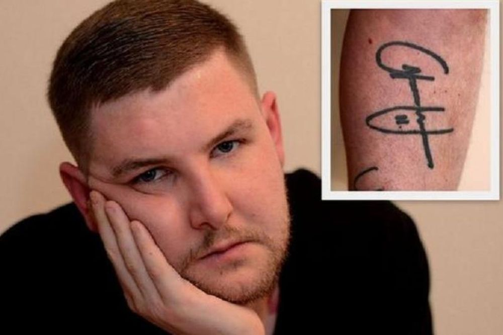 Αφαιρεί το τατουάζ που είχε κάνει για τον Άνταμ Τζόνσον! (photo)