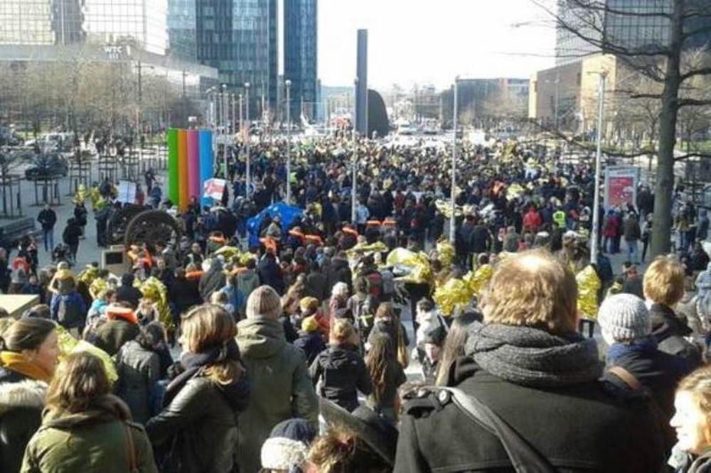 Xιλιάδες άνθρωποι διαδήλωσαν υπέρ των προσφύγων σε όλη την Ευρώπη
