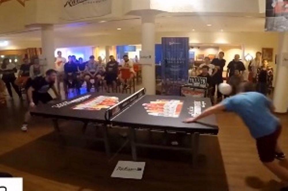 Απίστευτοι: Παίζουν πινκ πονκ με… κεφαλιές! (video)
