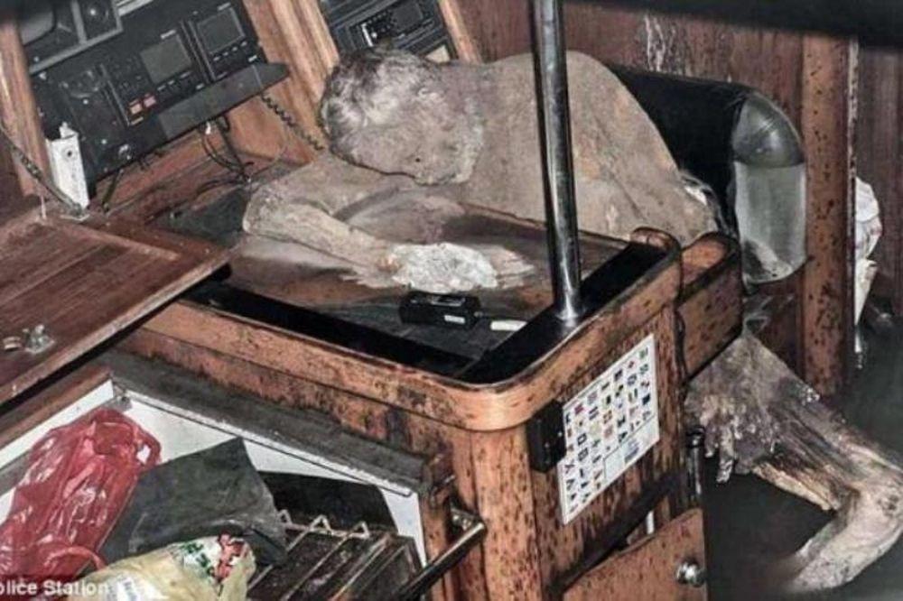 Μυστήριο: Βρέθηκε… μούμια μέσα σε εγκαταλειμμένο πλοίο! (photos+video)