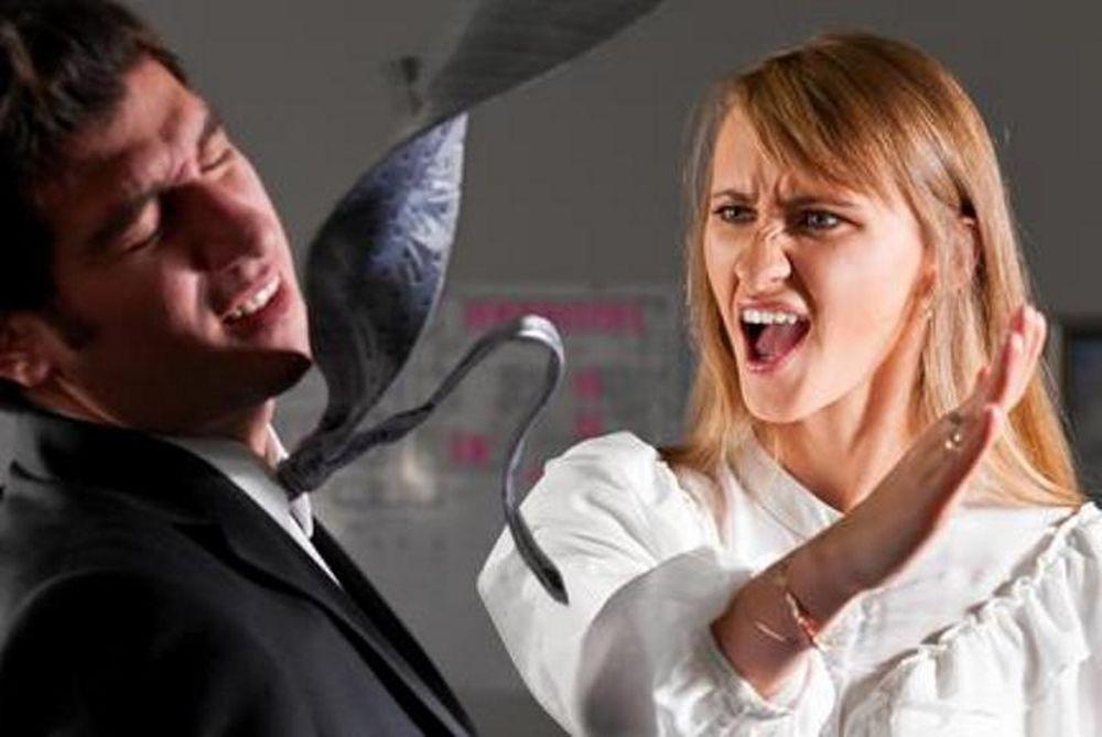 Απίστευτο: Πλάκωσε το γιο της στο ξύλο επειδή απατούσε τη γυναίκα του!
