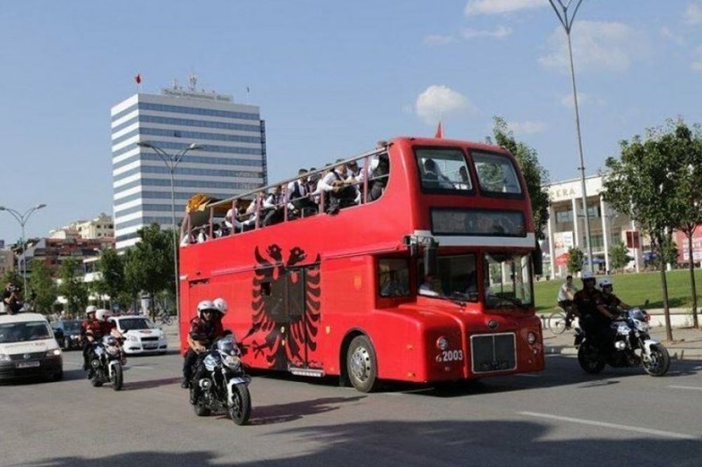 Euro 2016: Λατρεία για τους Αλβανούς στα Τίρανα