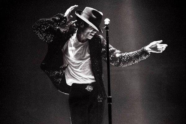 Επτά χρόνια χωρίς τον «Βασιλιά της pop» (photos+videos)