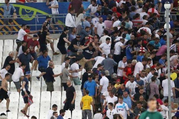 Euro 2016: Αποκλείστηκαν και έπαιξαν ξύλο μεταξύ τους οι Άγγλοι! (video)